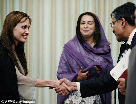 В Пакистане Анджелина Джоли выглядела болезненно худой