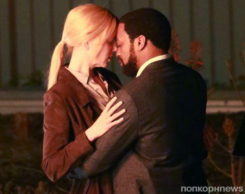 Страстный поцелуй: Николь Кидман и Чиветель Эджиофор на съемках нового фильма