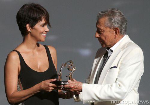 Холли Берри на кинофестивале в Акапулько