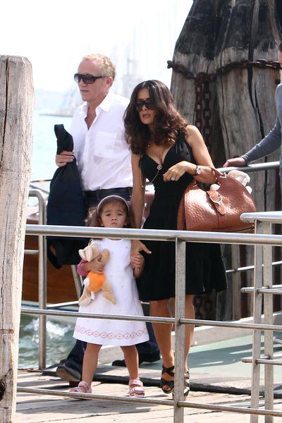 Сальма Хайек с мужем и дочерью в Венеции