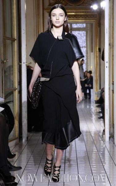 Миранда Керр на показе Balenciaga в Париже