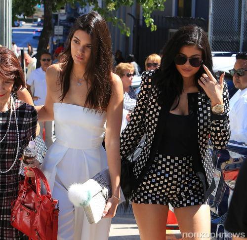 Модный бренд подал в суд на сестер Дженнер