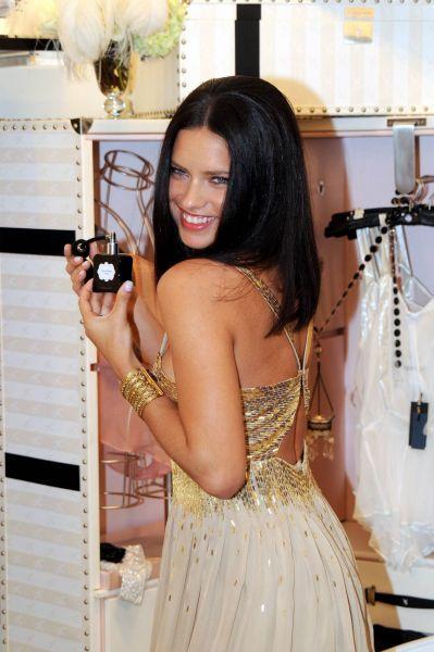 Адриана Лима представила новый парфюм