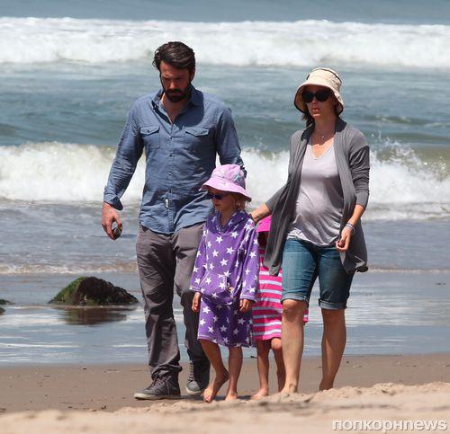 Бен Аффлек и Дженнифер Гарнер провели день на пляже