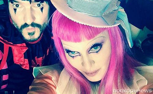 Видео: Мадонна нарядилась грустным клоуном на своем концерте