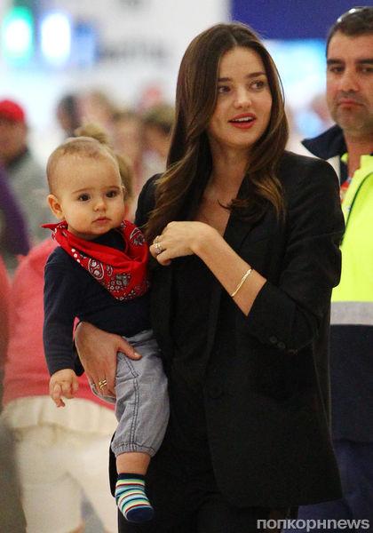 Миранда Керр с сыном приехала на родину