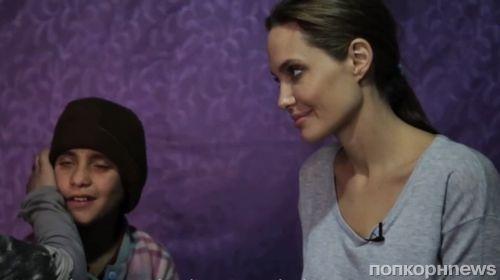 Видео: Анджелина Джоли в лагере сирийских беженцев