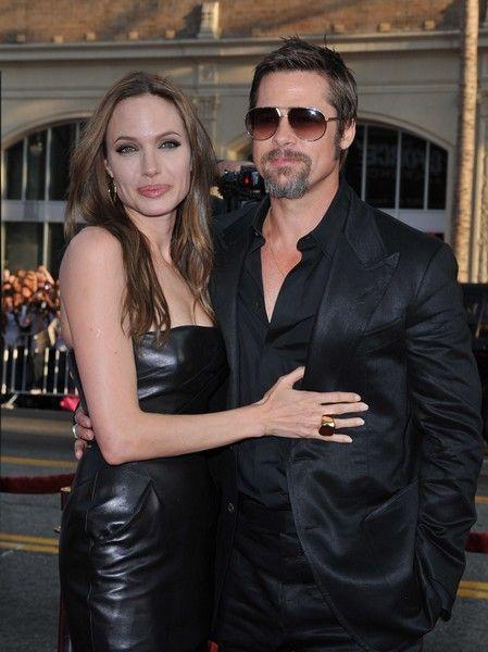 Близнецы Джоли и Питта начали ходить