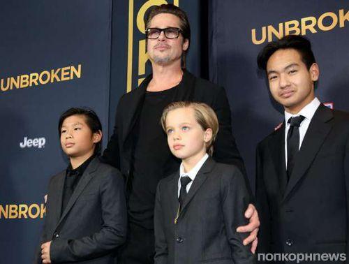 Сын Анджелины Джоли и Брэда Питта отказался от встреч с отцом
