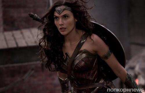 Поклонники «Чудо-женщины» просят Warner Bros сделать героиню бисексуалкой