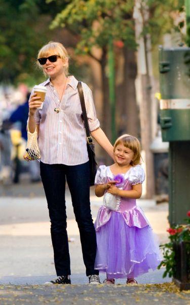 Ранняя прогулка по Нью-Йорку: Мишель Уильямс с дочкой