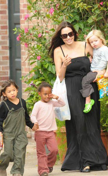Анджелина Джоли в Новом Орлеане: активная мамочка