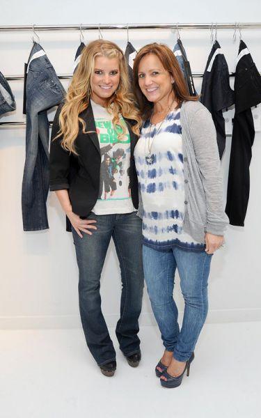 Джессика Симпсон представила часть своей новой линии джинсов