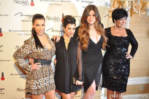 Ким Кардашиан на открытии магазина Kardashian Khaos