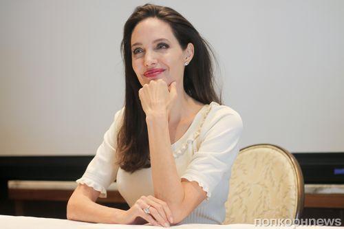 Анджелина Джоли на премьере своего нового документального фильма о Камбодже