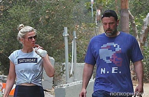 Фото: Бен Аффлек и Линдси Шукус на прогулке с ее родителями и дочерью