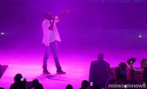 Канье Уэст во время концерта исполнил серенаду Ким Кардашиан