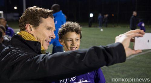Бенедикт Камбербэтч сыграл в футбол с детьми