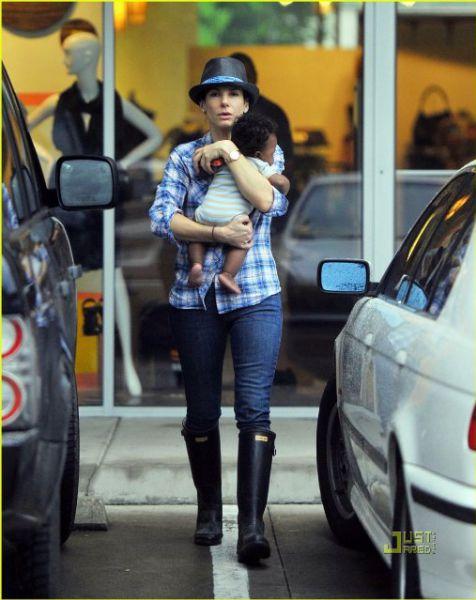Сандра Буллок со своим сыном
