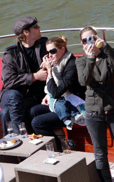 Жизель Бундхен и Том Брэди катаются на лодке с сыном
