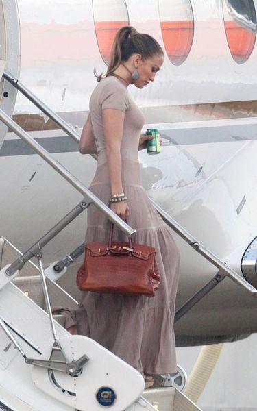 Дженнифер Лопес прилетела в Лондон