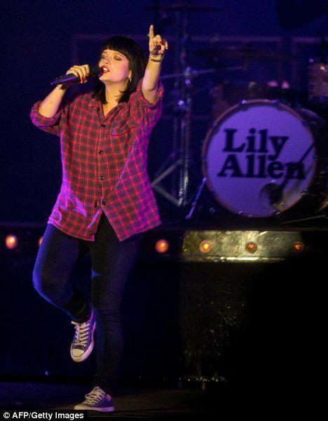 Лили Аллен запретила себя фотографировать на фестивале