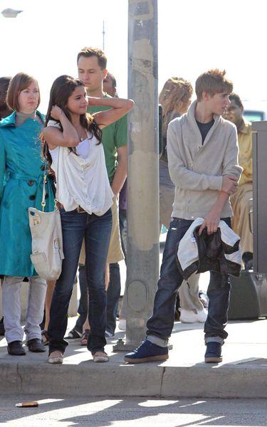 Селину Гомес и Джастина Бибера сфотографировали, когда они держались за руку