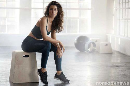 Джессика Бил снялась в рекламе собственной коллекции спортивной одежды