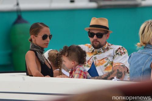 Николь Ричи с семьей отдыхает на юге Франции