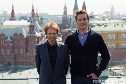 Арми Хаммер и Джерри Брукхаймер на фотоколле фильма «Одинокий рейнджер» в Москве