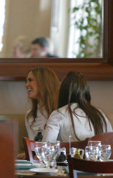 Дженнифер Лопес на обеде с Леей Ремини