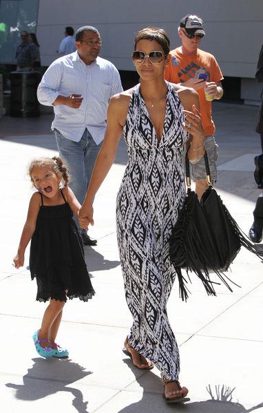 Халли Берри с дочерью в Лос-Анджелесе