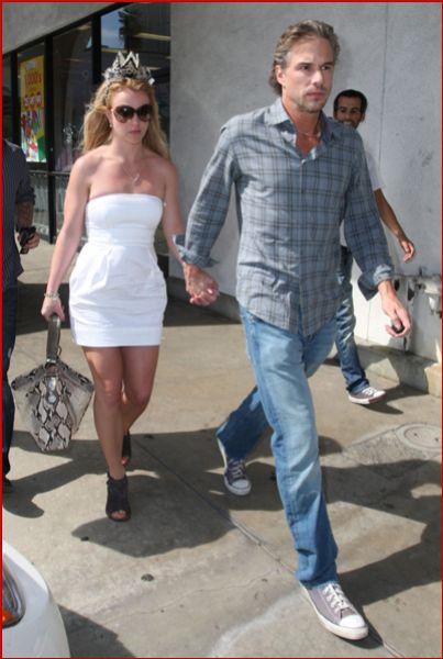 Бритни Спирс и Джейсон Траувик опровергают свой разрыв