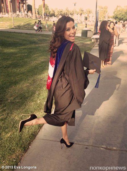 Ева Лонгория получила диплом магистра