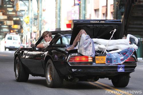 Лиам Хемсворт и Никки Рид на съемках фильма Empire State