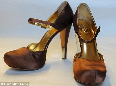 Пинк и Кэти Перри отдают свою обувь на аукцион