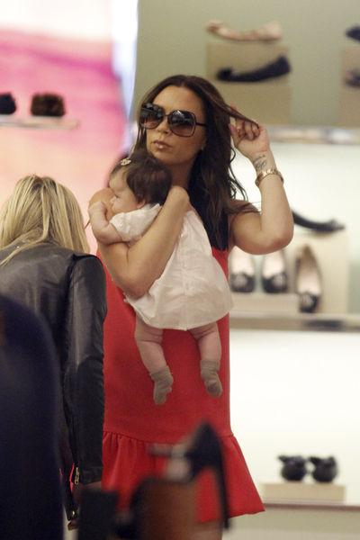 Виктория Бэкхем считает, что Харпер чувствовала себя в бутике Prada как дома