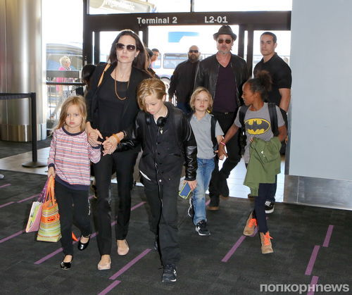 Cын Анджелины Джоли и Брэда Питта получил травму ноги на отдыхе в Таиланде