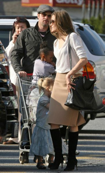 Анджелина Джоли и Брэд Питт гуляют по магазинам