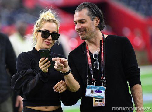 Леди Гага и ее бойфренд Кристиан Карино помолвлены