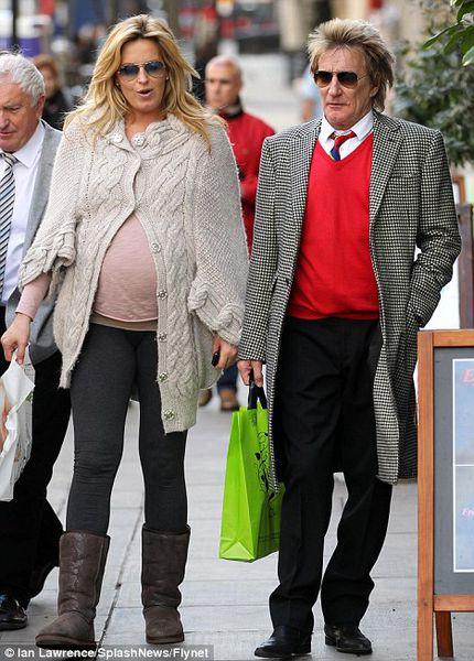 Род Стюарт стал отцом в восьмой раз