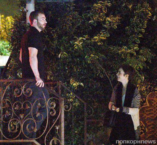 Первый взгляд: Крис Эванс и Лили Коллинз на романтическом свидании