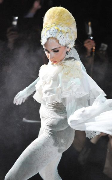 Lady Gaga выступает в Токио