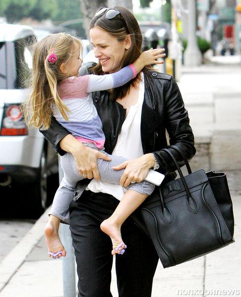 Дженнифер Гарнер признана мамой года