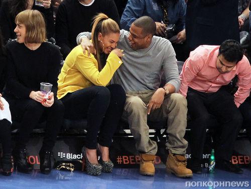 Бейонсе и Jay-Z на баскетбольном мачте