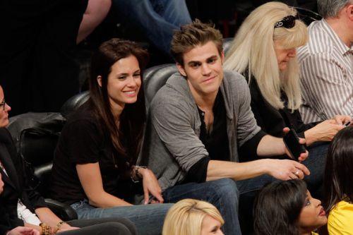 Пол Уэсли со своей девушкой (?) на игре Lakers