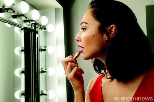 Галь Гадот снялась в рекламе косметического бренда Revlon (видео)