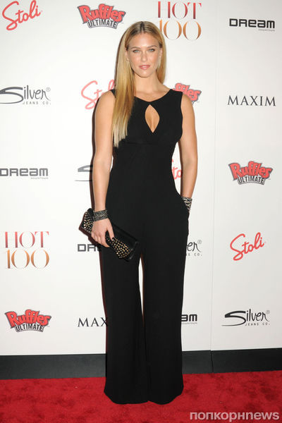Бар Рафаэли на вечеринке Maxim Hot 100