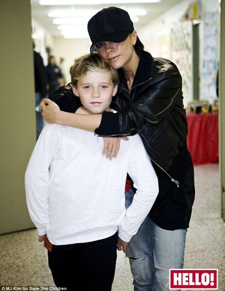 Виктория Бэкхем с сыном занимаются благотворительностью