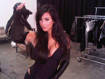 Фото Ким Кардашина с котенком осудили фанаты звезды